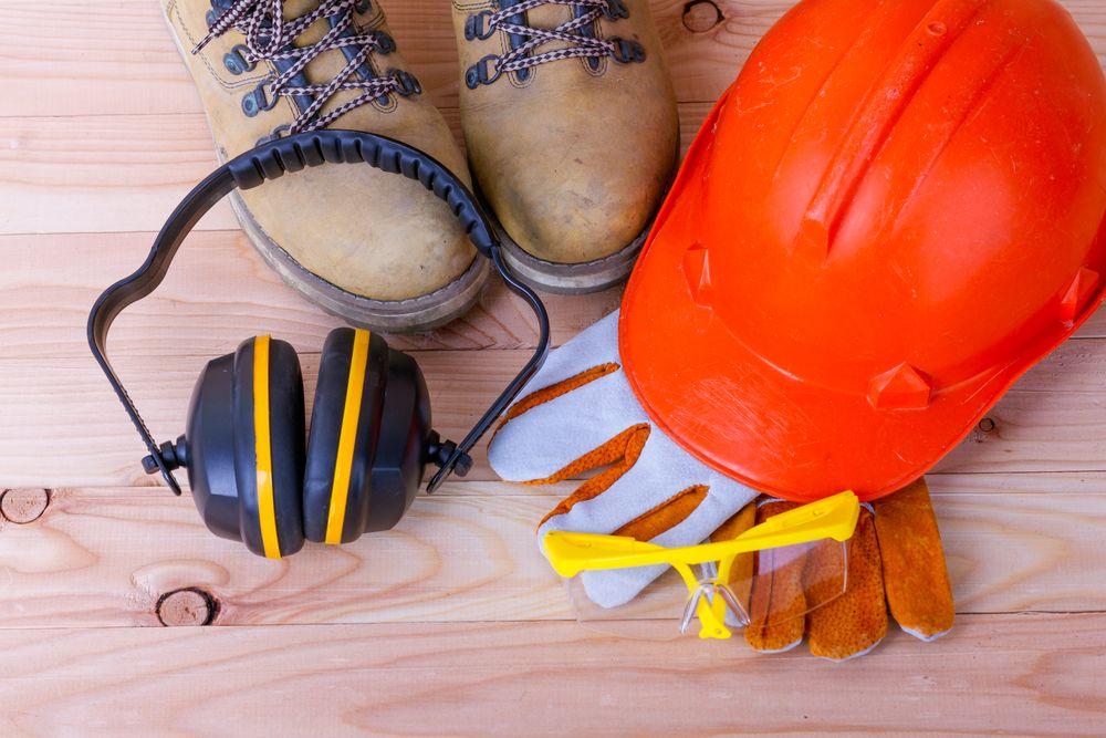 Les équipements de protection individuelle de base sur les chantiers